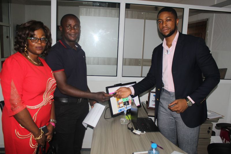 HERE ARE THE KEYS: Founder/Vice President, Yudala, Prince Nnamdi Ekeh (R) presents the key of a brand new Kia Rio to Mr. Samuel Uadiala who was accompanied by his wife, Jummai (L). Mr. Uadiala emerged the lucky winner of the grand prize in a raffle draw conducted at the end of the Yudala Zero Gravity Concert and Black Friday Sales on November 29th 2016.