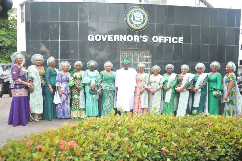 Ogun State Governor, Senator Ibikunle Amosun in the midst of wives of Southern States governors when they paid him a courtesy visit in his office ahead of the Southern Governors Wives Forum held in Abeokuta on May 11, 2017.