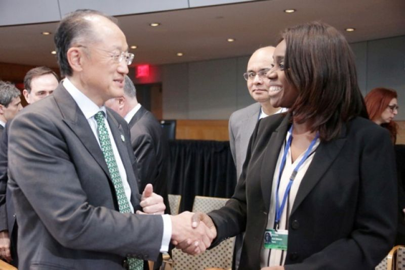 FIN MINISTER MET WORLDBANK PRESIDENT: Minister of Finance Mrs. Kemi Adeosun chat with the President Dr Jim Yong Kim at the G 24 Ministers meeting at the 2016 Spring meeting of the WorldBank/IMF in Washington DC. APRIL 14 2016.