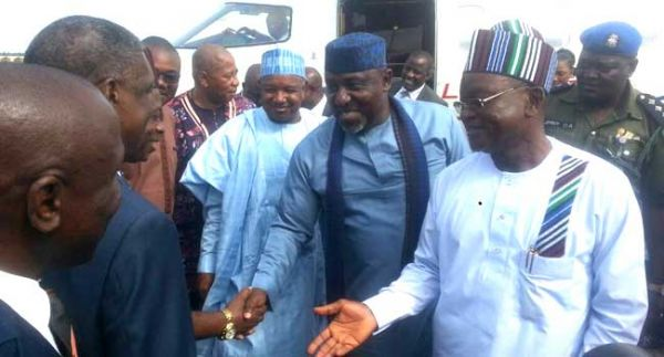•APC Governors bonding with Benue flood victims.