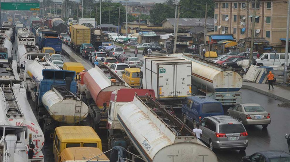 Security operatives, others in emergency meeting as Apapa traffic worsens