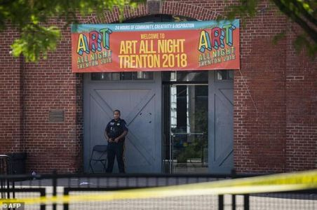 Suspect dead, 20 hurt in shooting at US arts festival