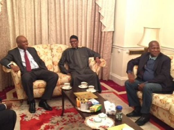 •Buhari with Saraki (L) and Dogara (R) … on Wednesday in London. Photo: Presidency.