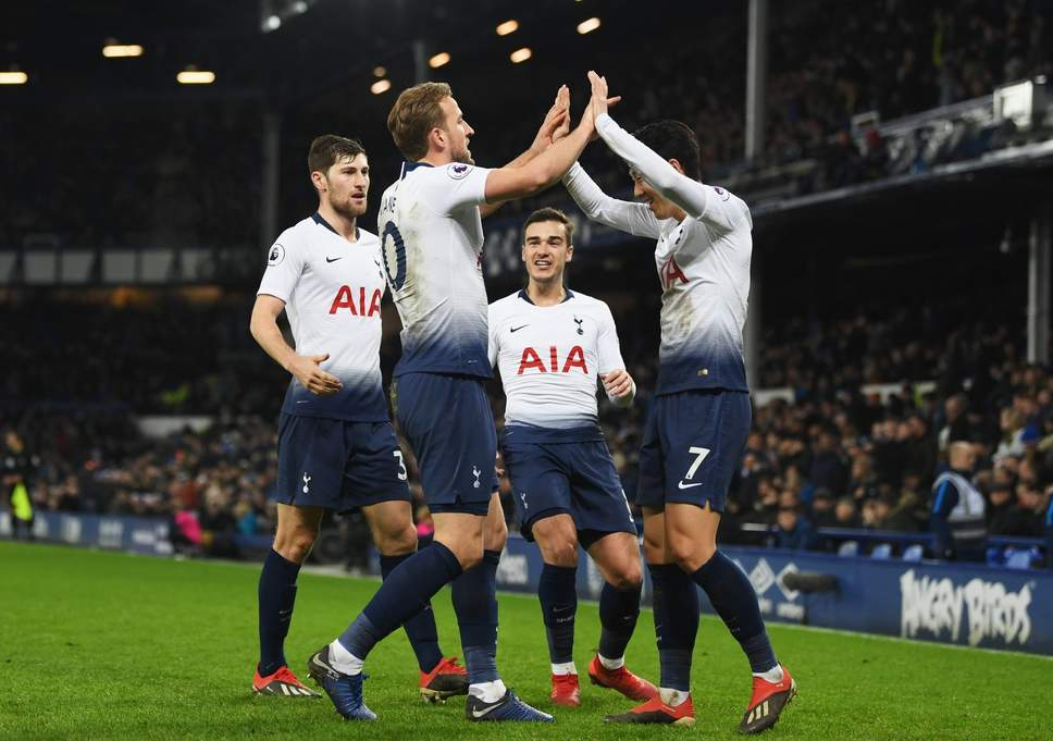 Six-star Tottenham thrash Everton to close in on Premier League leaders