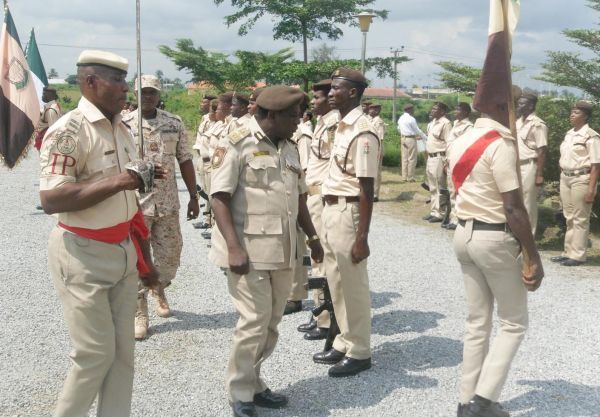 Immigration arrests over 400 illegal immigrants in Edo