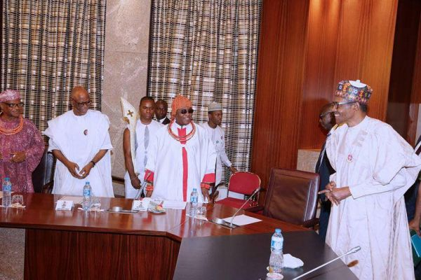 •President Buhari welcoming Oba Ewuare II and delegation at the State House, Abuja
