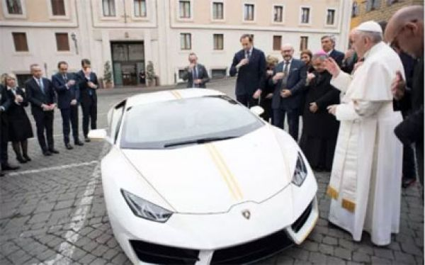 Pope gets €185,000 Lamborghini as a gift