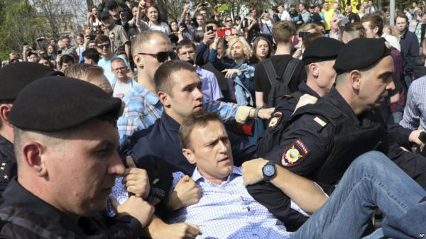 Anti-Putin protests rock Russia, opposition leader arrested