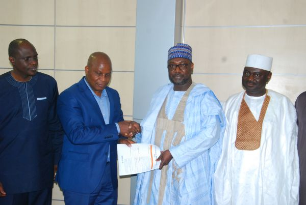 •Governor Sani Bello exchanging pleasantries with NIRSAL MD, Alhaji Aliyu Abdulhameed.