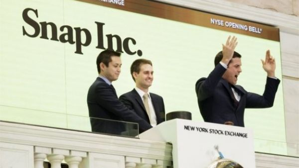 •Snapchat co-founders Bobby Murphy (l) and Evan Spiegel (c) rang the opening bell with NYSE presid