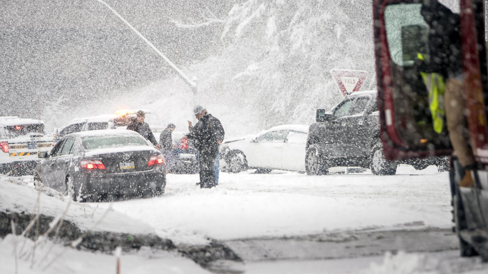 Snowstorm slams eastern US: 8 dead, power knocked out