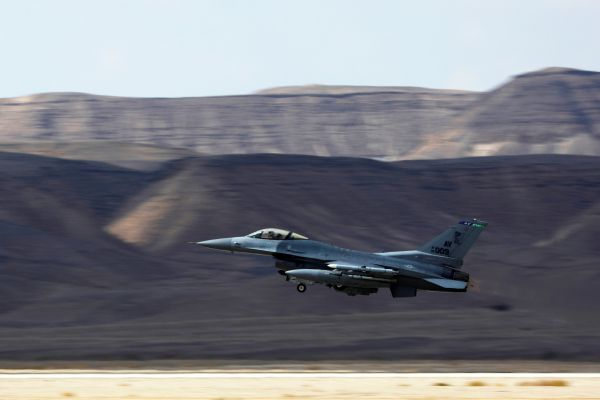 •F-16 war jet in full flight