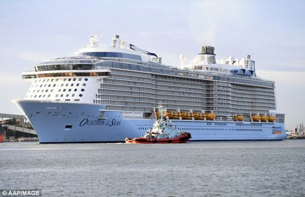 •The cruise ship Ovation of the Seas