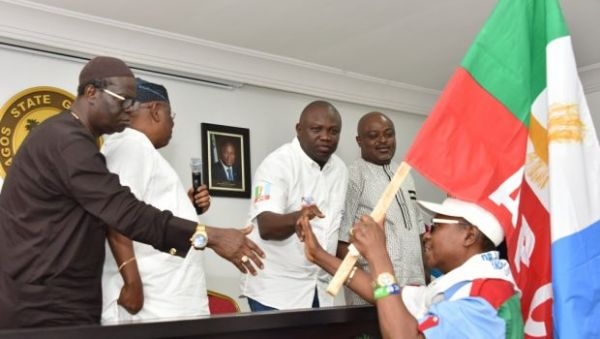 •The visiting Lagos APC House of Reps members presenting a gift to Governor Ambode